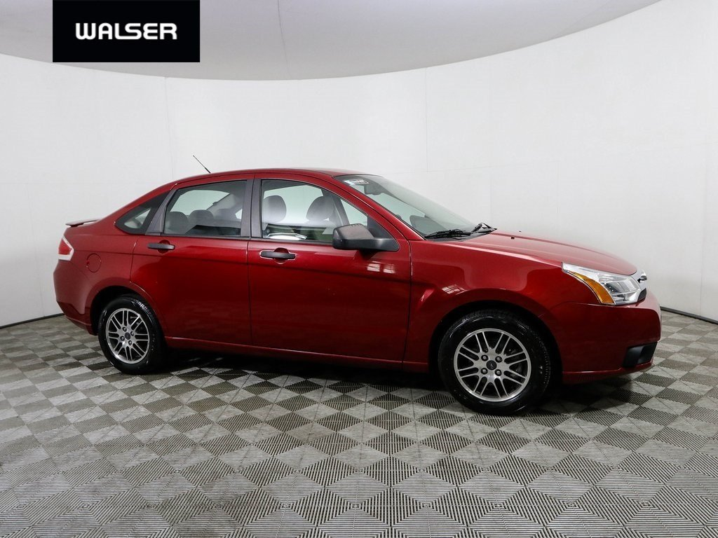Pre-Owned 2010 Ford Focus SE AUTO