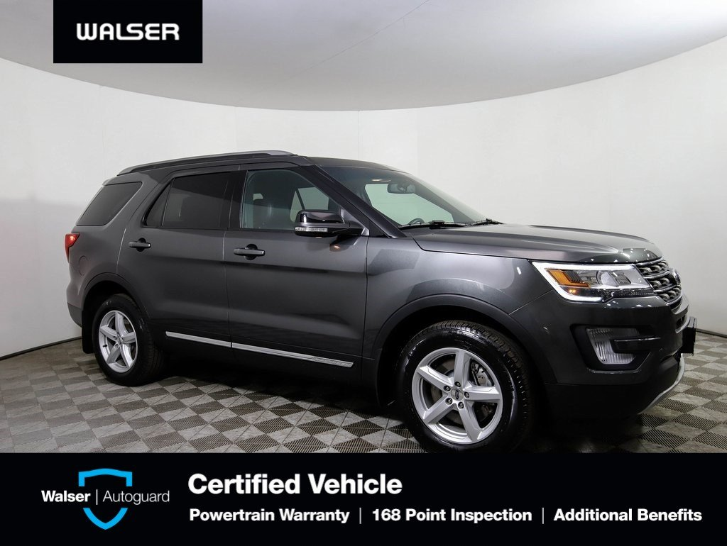 Pre-Owned 2017 Ford Explorer XLT AWD MOON NAV